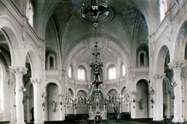 Intérieur de l'église Saint-Georges, 192_ Archives du Patro Le Prevost
