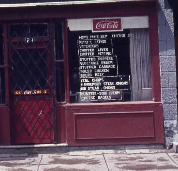 Nina's Snack Bar, av. Fairmount Ouest, 1975 (détail) / photo James A. Forrester. Ce n'est pas le restaurant spécifique de la conférence - This is not the restaurant of the talk.