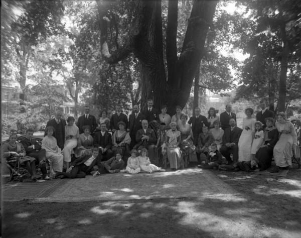 Louis Beaubien family, Outremont 1914 / BAnQ, P175,P63