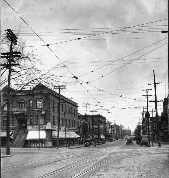Park Avenue at Laurier looking east, ca. 1920 (Archives de la Ville de Montréal – CA M001 VM098-Y-D1-P025)