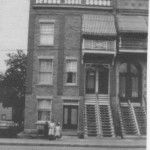 Le triplex de l'avenue du Parc, au nord de Bernard, aujourd'hui disparu. Les soeurs McNulty y emménagent en 1911. Collection Vicky Robinson.